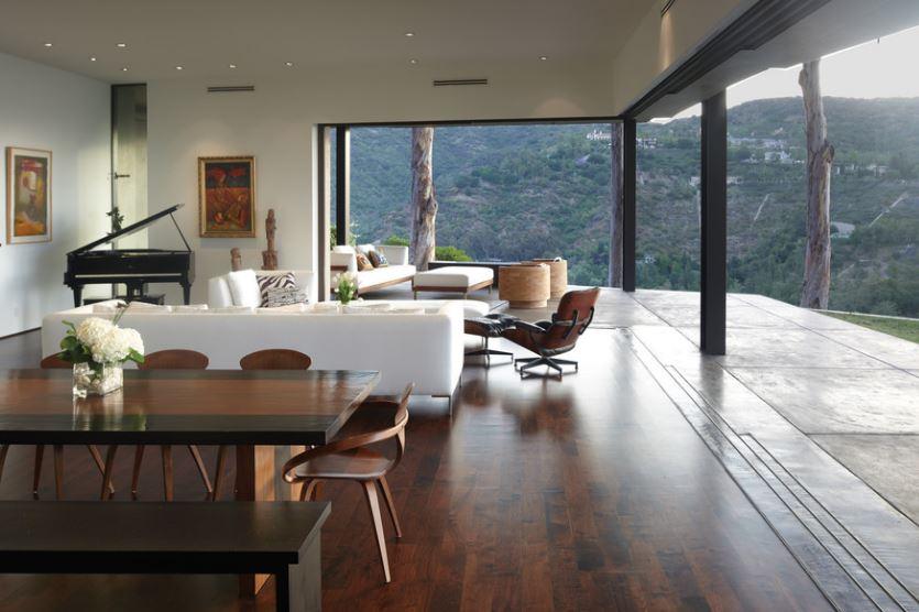 Chất liệu sàn nhà giúp tạo sự hài hòa cho phòng khách
